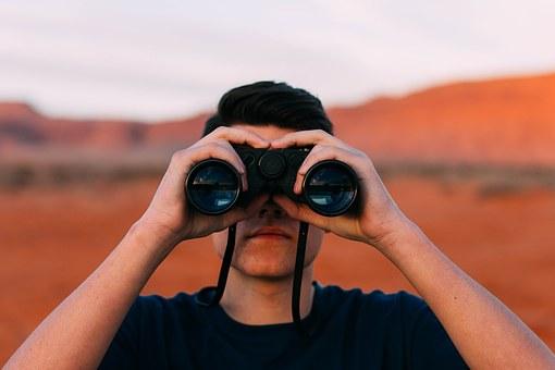 binoculars-1209011__340.jpg